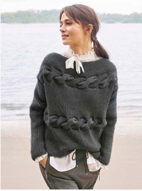 свитер с горизонтальными косами спицами